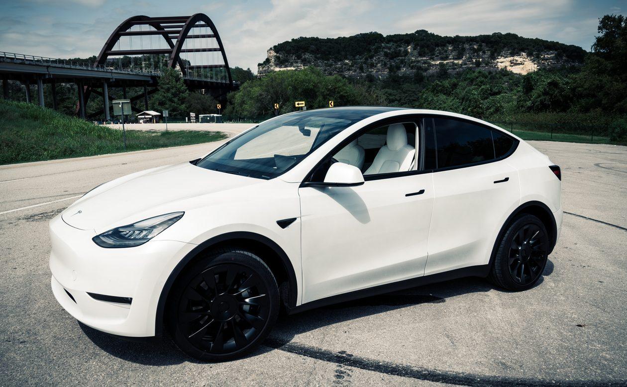 Tesla Plans Second $5 Billion Stock Sale in Three Months